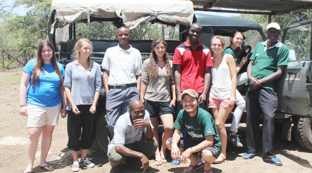 ケニアの大自然を舞台に環境保護活動に取り組むボランティアたち